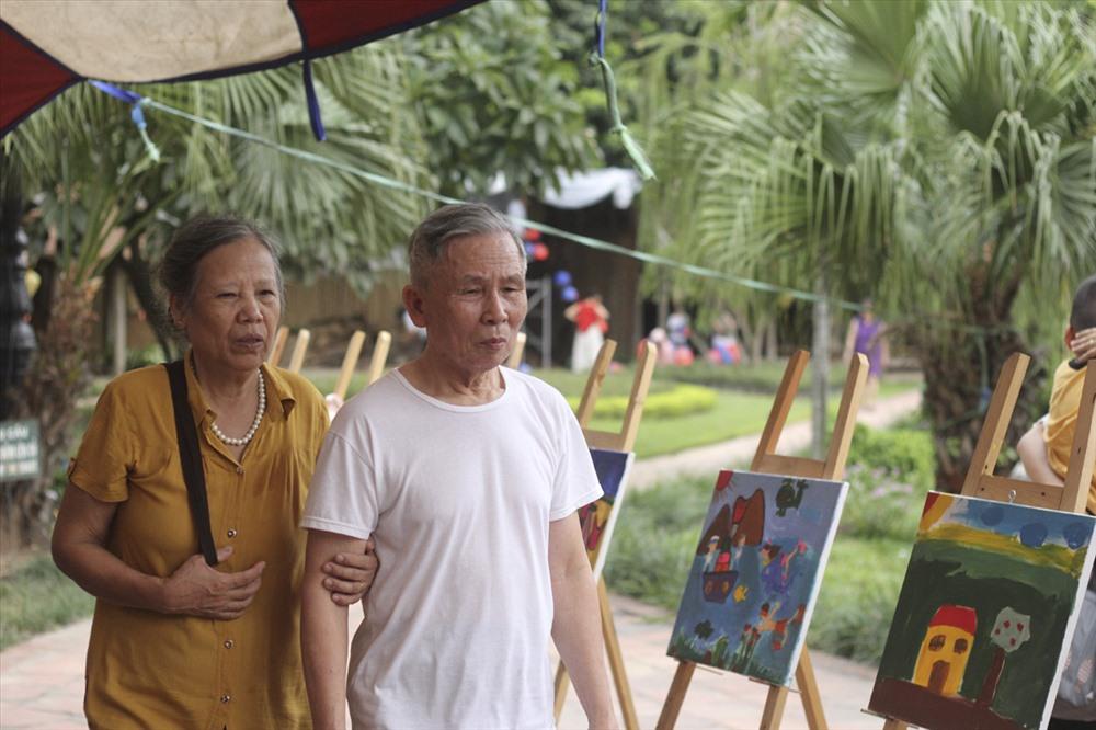 Nhiều người dân thấy thú vị với nhiều hoạt động tại Hồ Văn - Văn Miếu Quốc Tử Giám thời gian qua.