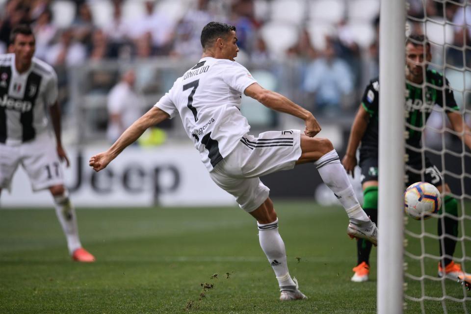 Ronaldo ghi bàn theo phong cách...quen thuộc. Ảnh: Getty.