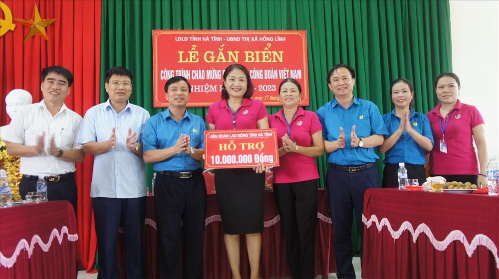 LĐLĐ tỉnh Hà Tĩnh trao hỗ trợ 10 triệu đồng cho trường mầm non Bắc Hồng