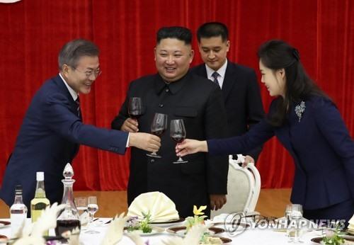 Nhà lãnh đạo Kim Jong-un mở tiệc chiêu đãi Tổng thống Hàn Quốc Moon Jae-in. Ảnh: Yonhap