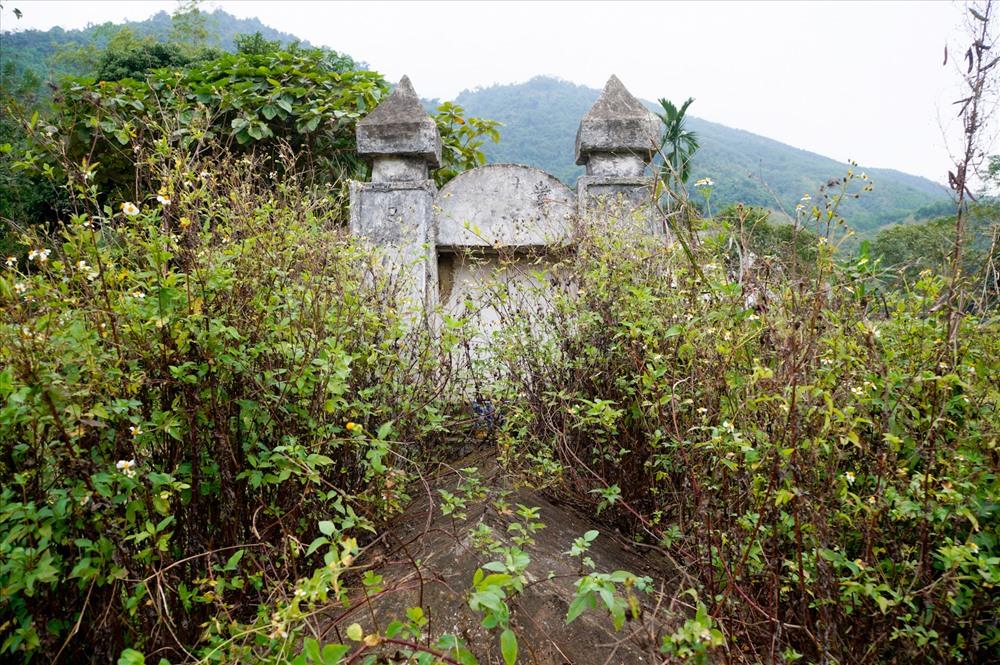 Ngôi mộ Mẫu Khuyển cho dòng tộc Đinh Công hiện nay.