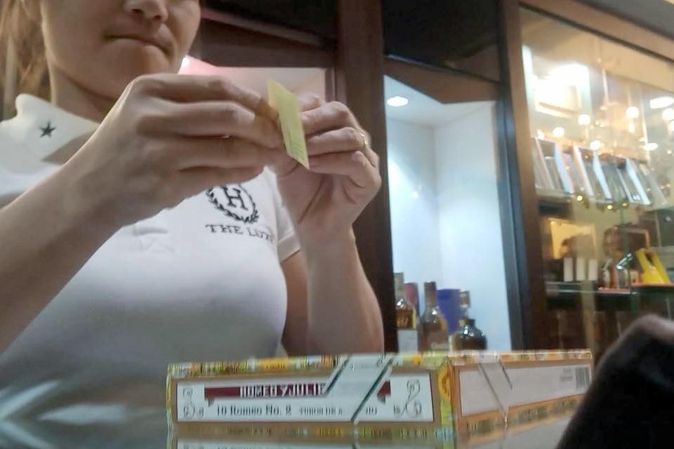 Tuy nhiên sau đó không lâu, cửa hàng này lại tiếp tục công khai chào bán xì gà các loại.