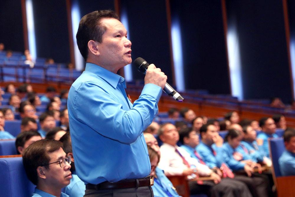 Đồng chí Bùi Sĩ Lợi - Chủ nhiệm Uỷ ban Về các vấn đề xã hội của Quốc hội trả lời một số câu hỏi của Thủ tướng Nguyễn Xuân Phúc. Ảnh: Hải Nguyễn.