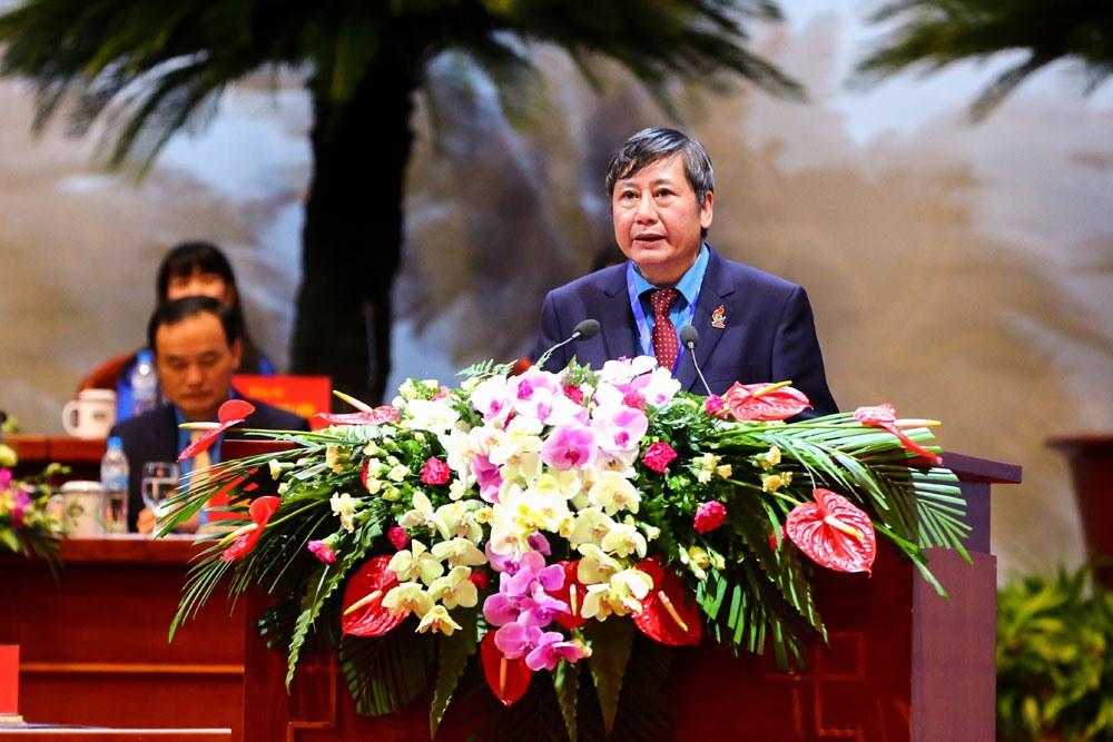 Phó Chủ tịch Thường trực Tổng LĐLĐVN Trần Thanh Hải giới thiệu đại biểu tham dự và phát biểu khai mạc phiên trọng thể đại hội. Ảnh: Sơn Tùng.