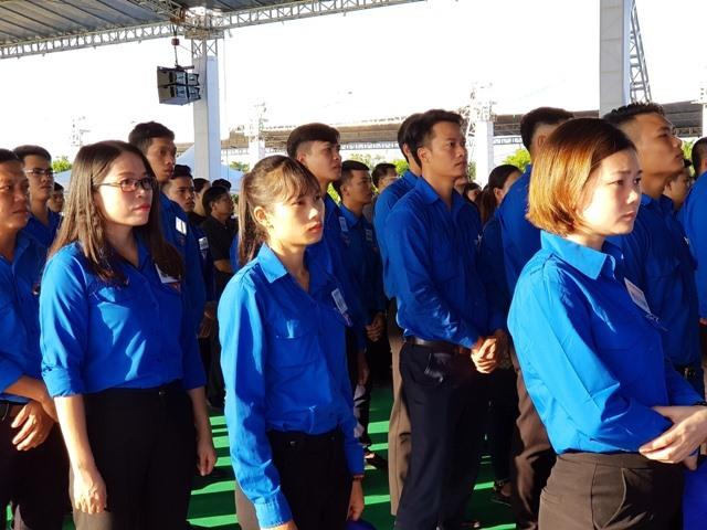 Đông đảo đoàn viên, thanh niên đến viếng Chủ tịch Nước Trần Đại Quang. Ảnh: NT