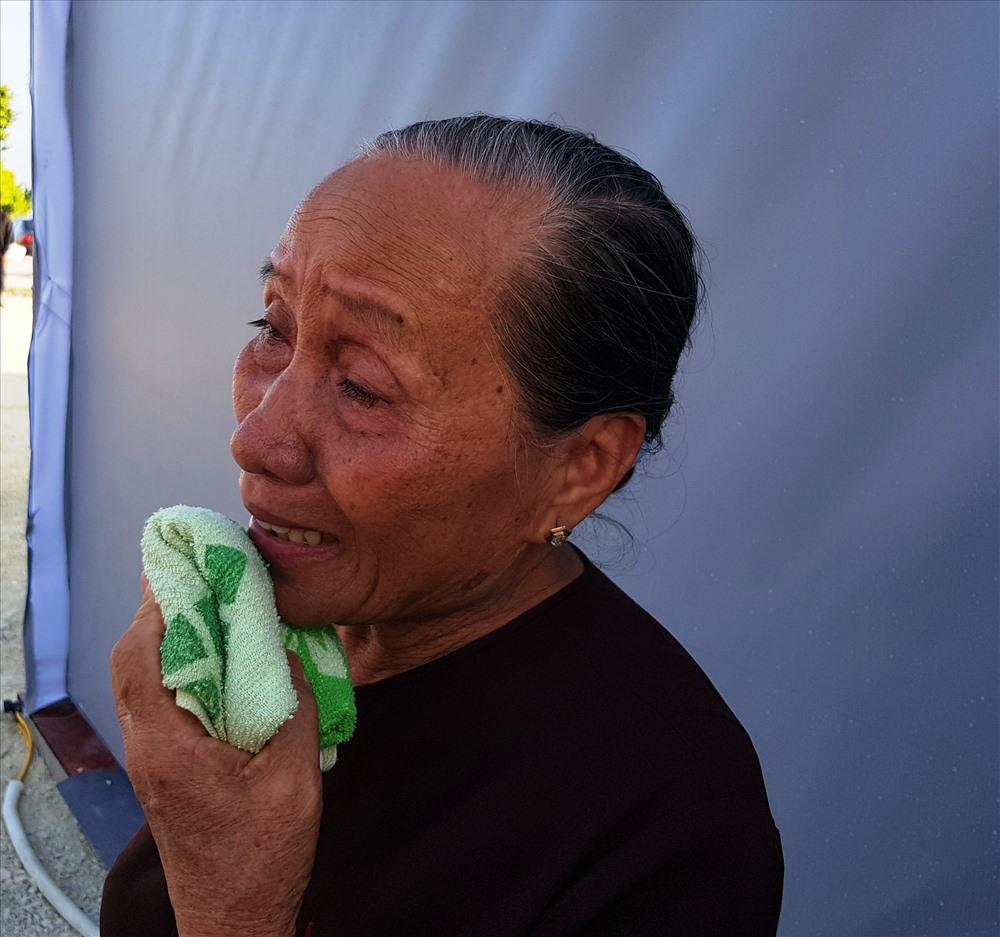 Người dân khóc thương Chủ tịch Nước Trần Đại Quang. Ảnh: NT