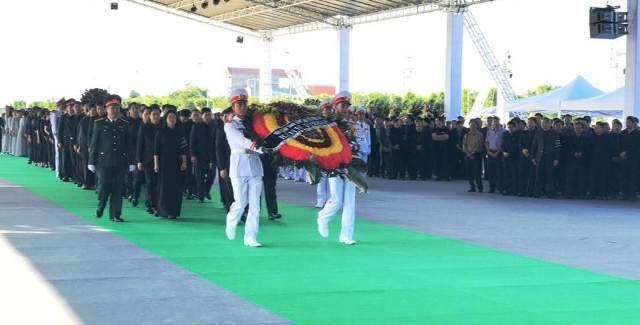 Đoàn lãnh đạo Tỉnh ủy Ninh Bình viếng Chủ tịch Nước Trần Đại Quang. Ảnh: NT