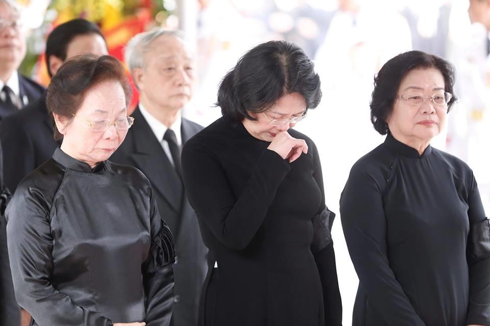 Quyền Chủ tịch Nước Đặng Thị Ngọc Thịnh tại lễ tang.