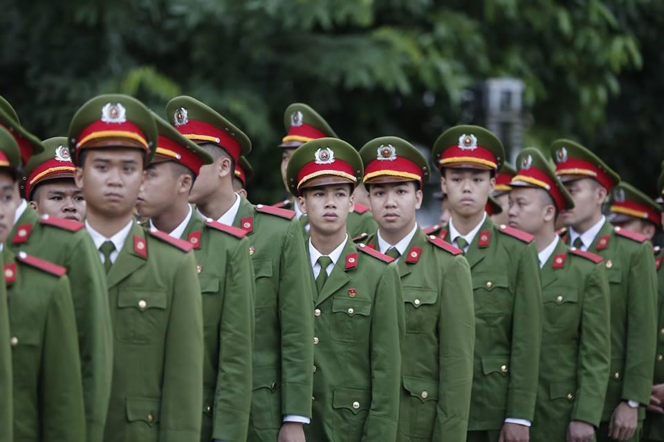 Lực lượng công an đến viếng Chủ tịch Nước. Ảnh: Đăng Huỳnh