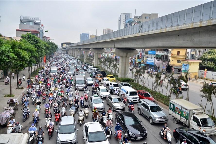 Tình trạng tắc đường xảy ra trên nhiều tuyến phố của Thủ đô. Trong ảnh: Tắc đường trên đường Nguyễn Trãi. Ảnh Trần Vương
