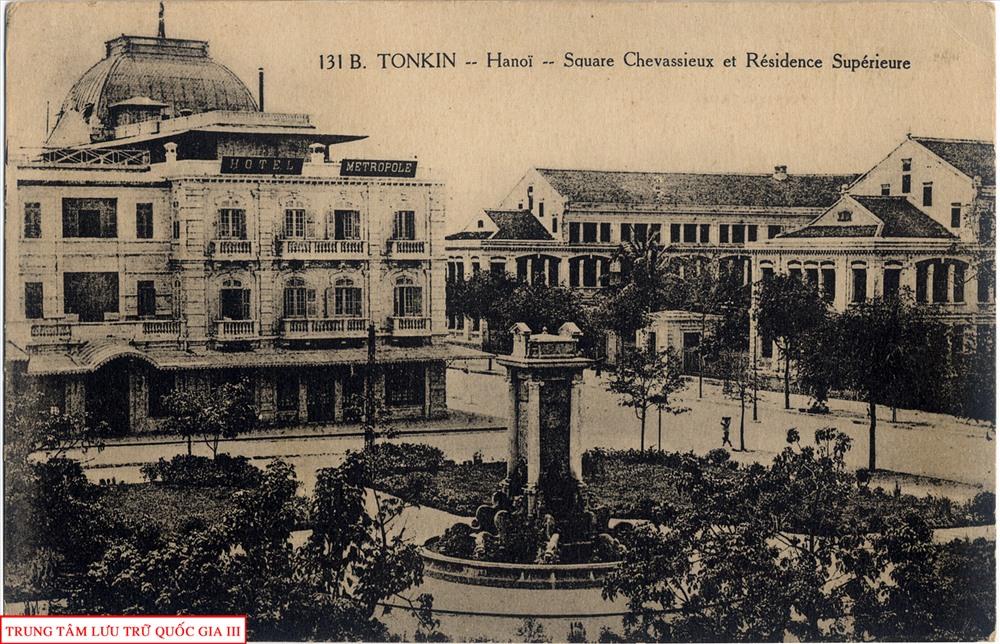 Quảng trường Chavassieux và phủ Thống sứ Bắc Kỳ (nay là vườn hoa Diên Hồng).