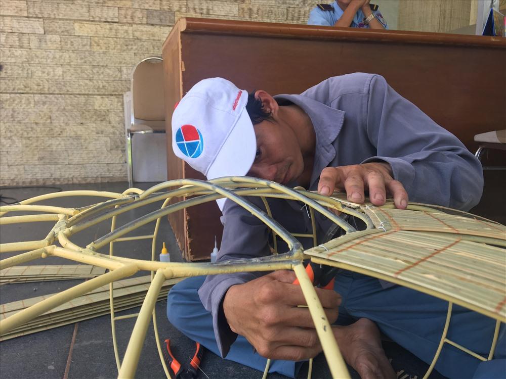 Các công nhân hoàn thiện tại khu du lịch Văn Thánh.đang gấp rút hoàn thiện những khâu cuối cùng, trước khi mang ra trưng bày tại đường hoa Nguyễn Huệ 2019