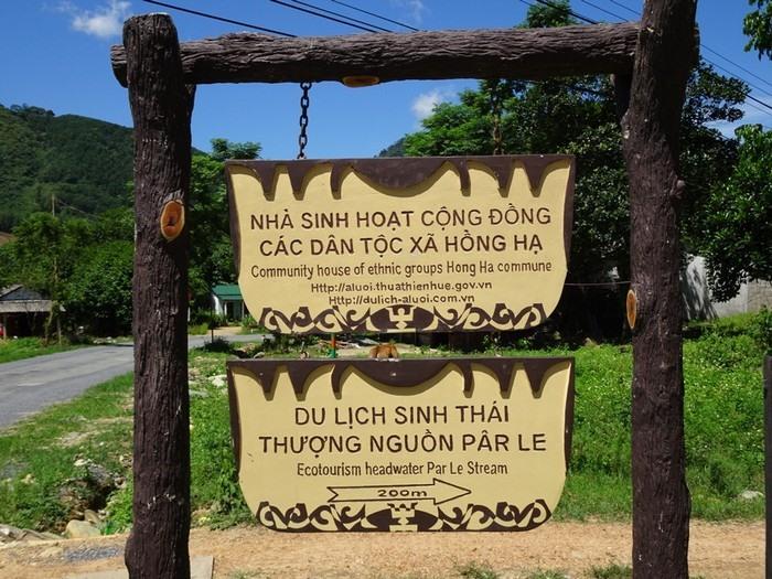 Trong số đó phải kể đến suối Pârkle nằm ở xã Hồng Hạ, dòng suối mát chảy quanh năm. Đến đây vào thời điểm mùa hè mọi người sẽ được hòa mình vào dòng nước mát, trong veo. Suối Pârkle là địa điểm du lịch lý tưởng được xã Hồng Hạ quan tâm đầu tư để phát triển du lịch. Đây là nơi thu hút rất nhiều khách du lịch vào mùa hè.