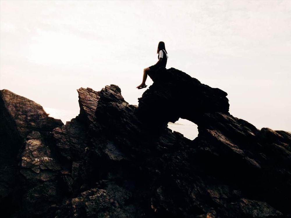 Từ dãy núi đá Bàn Thang có niên đại hơn 400 năm đã đem lại nhiều nguồn lợi về kinh tế và tinh thần quanh năm cho người dân Tam Hải. Ảnh: Đ.V