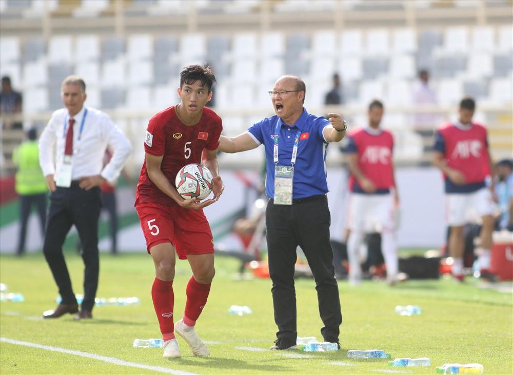Đội bóng của HLV Park Hang-seo đang gặp không ít khó khăn khi mà cánh cửa đi tiếp đang hẹp lại. Ảnh: Hữu Phạm