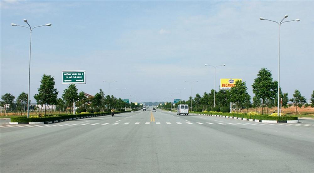 Xây dựng đường Vành đai 3 sẽ góp phần phát triển kinh tế cả vùng kinh tế trọng điểm phía nam. Ảnh: C.H
