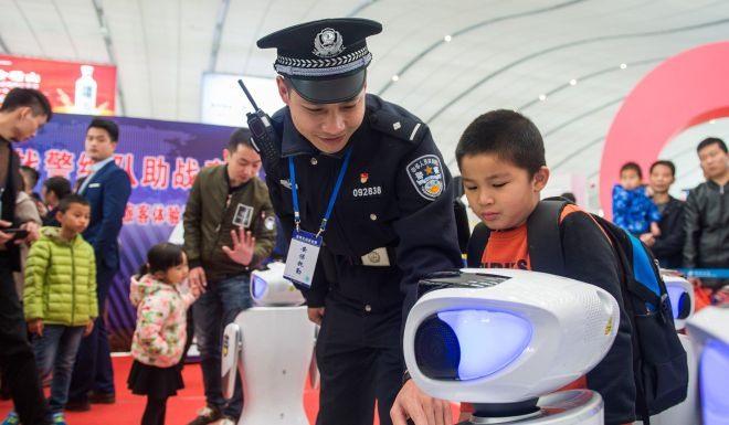 Nhiều công nghệ mới được triển khai phục vụ Xuân vận. Ảnh: SCMP.