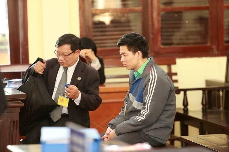 Luật sư Biên và bị cáo Hoàng Công Lương.
