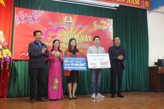 LĐLĐ tỉnh Hà Tĩnh và LĐLĐ huyện Hương Sơn hỗ trợ làm 2 nhà mái ấm công đoàn