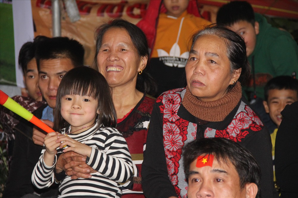 Xen lẫn trong sự hồi hộp, lo lắng là những phút giây phấn khích tột độ khi ĐT Việt Nam có cơ hội phản công