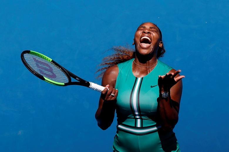 Tay vợt Serena Williams trong trận đấu với Karolina Pliskova của Cộng hòa Séc tại giải Úc mở rộng.