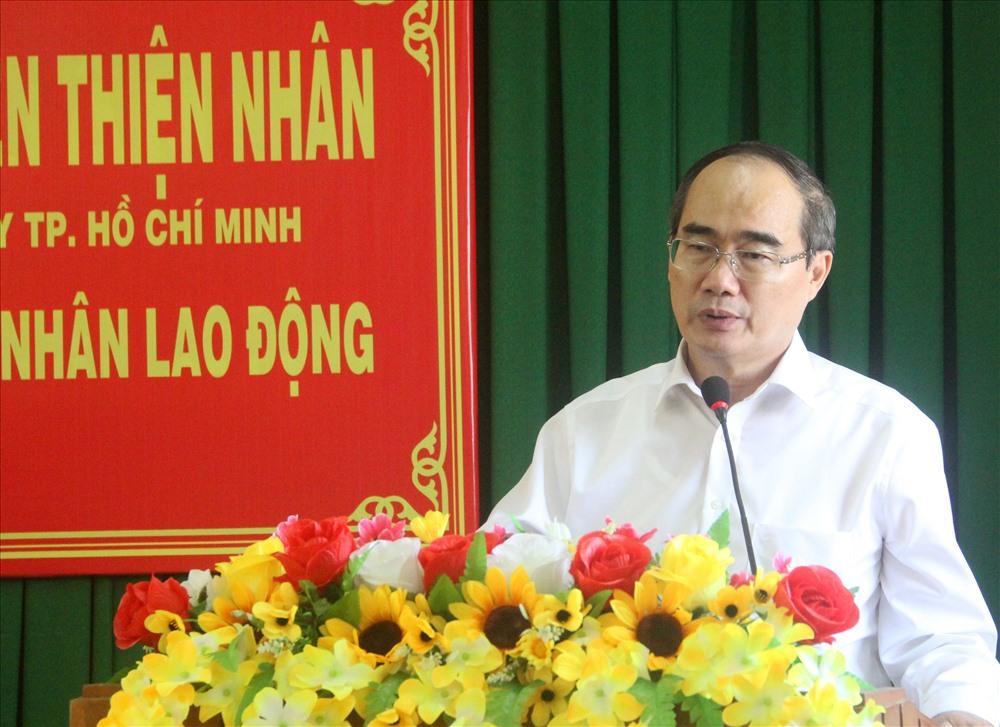 Ông Nguyễn Thiện Nhân phát biểu tại buổi trao quà