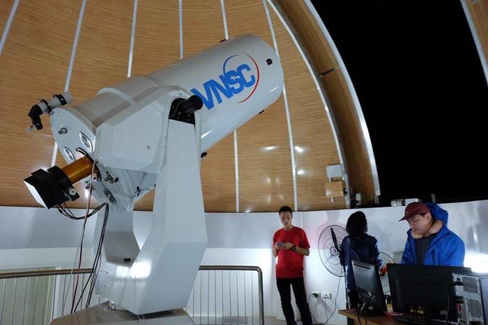 Kính thiên văn được sử dụng tại Đài Thiên văn Hà Nội. Ảnh: VGP