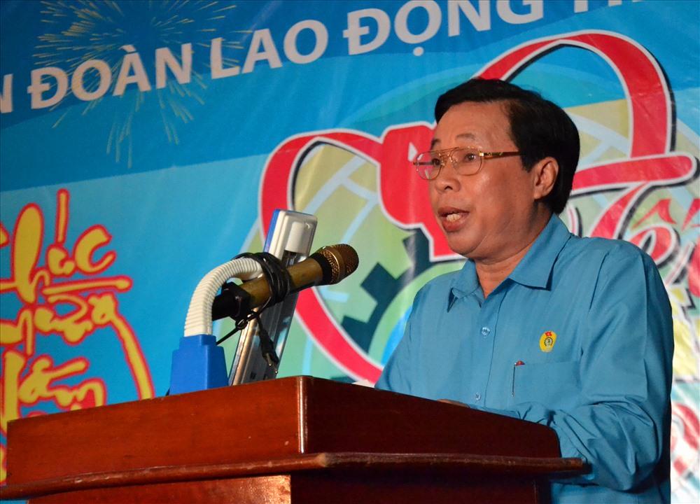 Chủ tịch LĐLĐ Kiên Giang phát biểu khai mạc và ân cần gởi lời chúc Tết tốt đẹp đến đoàn viên CĐ, CNLĐ. Ảnh: Lục Tùng