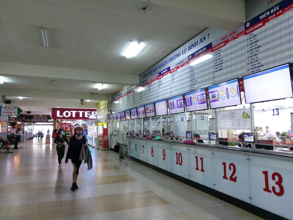 Khu vực bán vé xe của các doanh nghiệp ủy thác cho bến xe Miền Đông bán vắng khách.