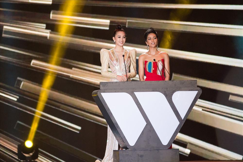 Đặc biệt, đây cũng là lần đầu tiên Hoa hậu Tiểu Vy có cơ hội hội ngộ cùng đàn chị, Hoa hậu H'Hen Niê. Ảnh: Viết Quý.