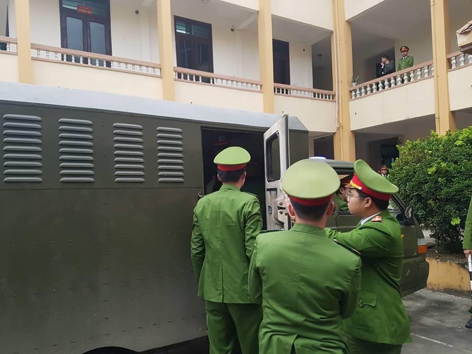 Các bị cáo đều có mặt tại tòa, trừ bác sĩ Hoàng Công Lương - Ảnh 5