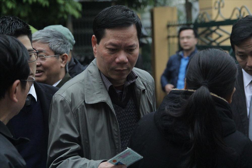 Các bị cáo đều có mặt tại tòa, trừ bác sĩ Hoàng Công Lương - Ảnh 3