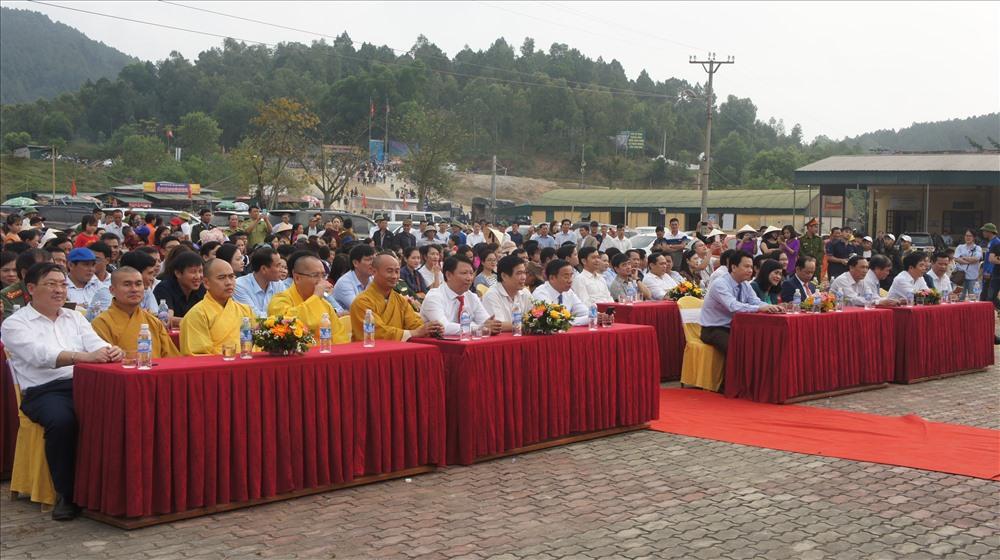 Đúng 8 giờ ngày 10 - 2 (tức ngày 6 tháng giêng âm lịch) chính thức khai hội chùa Hương