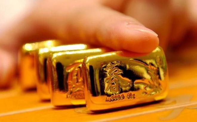 Giá vàng những ngày này bị đẩy lên cao, người dân lại chủ yếu mua vàng trang sức lấy may thay vì tích trữ.