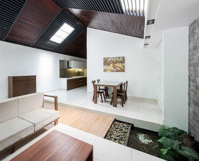 Tuy nhiên, với nội thất và bố cục đơn giản, thiết kế vẫn không gây ra cảm giác ngộp và chật hẹp.