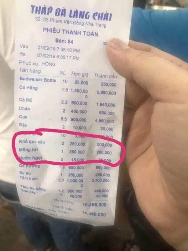 Bát cháo giá 400.000 đồng của nhà hàng Tháp Bà Làng Chài (TP Nha Trang). Ảnh: PV