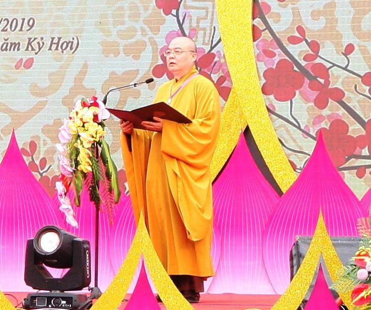 Hòa thượng Thích Thanh Nhiễu, Phó Chủ tịch Hội đồng trị sự Giáo hội Phật giáo Việt Nam, Trụ trì chùa Tam Chúc phát biểu khai mạc lễ hội Xuân Tam Chúc năm 2019. Ảnh: NT
