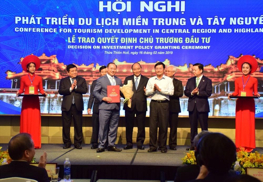 Trao Quyết định chủ trương đầu tư, ký kết các biên bản hợp tác các nhà đầu tư của tỉnh, thành phố thuộc khu vực miền Trung - Tây Nguyên.