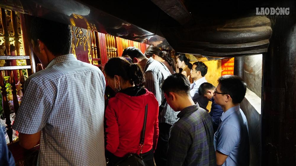Ngày 14 tháng giêng âm lịch, du khách thập phương đổ về Đền Bà Chúa Kho ( Cô Mễ, Vũ Ninh, Bắc Ninh) hành lễ. Tại đây, nhiều người cho rằng đầu năm đi lễ Bà Chúa để vay vốn làm ăn cho thuận lợi, cuối năm đi trả lễ,