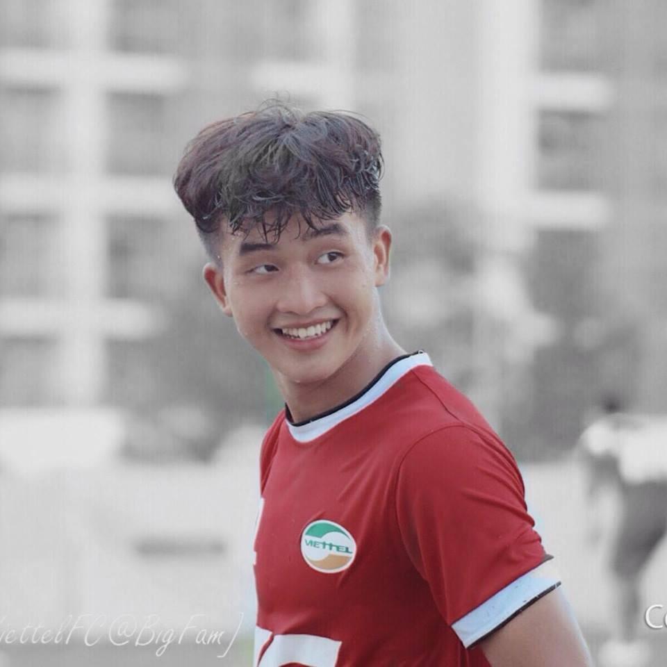 Cụ thể, tại VCK giải U19 quốc gia 2017, Cầu thủ sinh năm 2000 chơi rất thành công ở vòng bảng với 3 trận toàn thắng. Bản thân Danh Trung ghi tới 6 bàn, gồm 1 cú hat-trick vào lưới U19 Long An, 2 bàn vào lưới U19 Thừa Thiên Huế và 1 bàn trong trận gặp U19 Bình Định.
