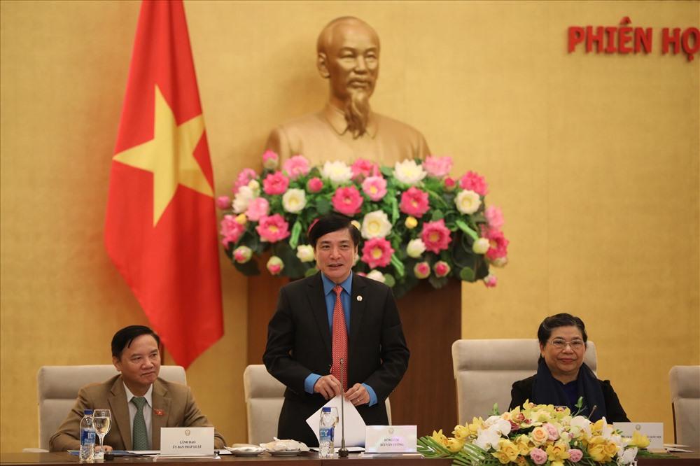 Đồng chí Bùi Văn Cường, Ủy viên Ban Chấp hành Trung ương Đảng, Chủ tịch Tổng LĐLĐVN phát biểu tại buổi gặp mặt. Ảnh: Sơn Tùng.