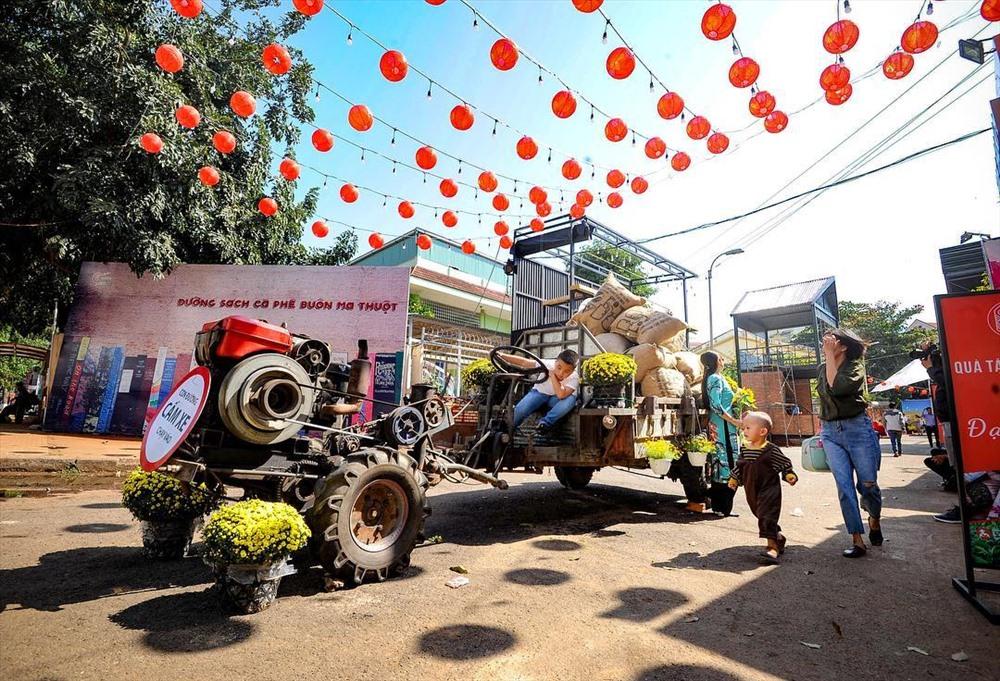Ra mắt đường Sách - Cà phê tại TP. Buôn Ma Thuột. Ảnh: daklak.gov.vn