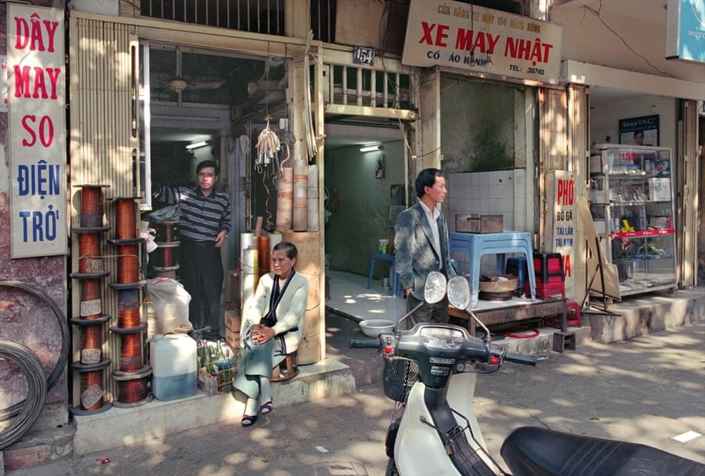 Cửa hàng điện tử số 154 Hàng Bông năm 2000.
