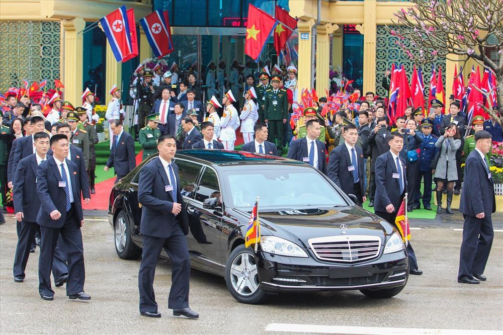Chiếc xe bọc thép được ông Kim Jong-un sử dụng để di chuyển về Hà Nội. Ảnh: Tô Thế.