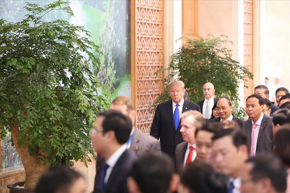 Ngày 26.2, tại trụ sở Bộ Ngoại giao, Phó Thủ tướng, Bộ trưởng Phạm Bình Minh đã hội đàm với Ngoại trưởng Mỹ Michael Pompeo nhân chuyến thăm tới Việt Nam dự cuộc gặp Thượng đỉnh Mỹ- Triều Tiên lần thứ hai từ ngày 27 - 28.2.Ngoại trưởng Michael Pompeo cảm ơn và đánh giá cao Việt Nam cung cấp địa điểm cho cuộc gặp thượng đỉnh Mỹ - Triều Tiên lần thứ hai. Ngoại trưởng bày tỏ mong muốn Việt Nam tiếp tục đóng góp tích cực vào tiến trình phi hạt nhân hóa và thiết lập nền hòa bình lâu dài trên bán đảo Triều Tiên.