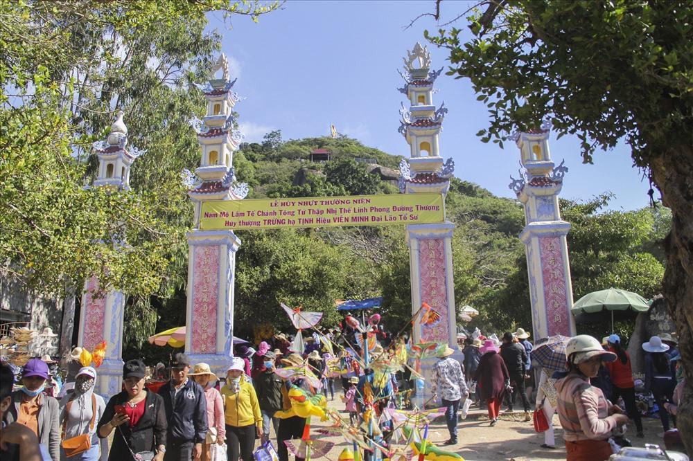 Chùa Ông Núi có lịch sử hơn 320 năm, cảnh quan thiên nhiên đẹp, đã được công nhận là Di tích lịch sử văn hóa Quốc gia.