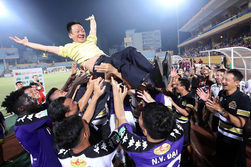 Bầu Hiển từng sở hữu hơn 1 đội bóng ở V.League. Ảnh: MH