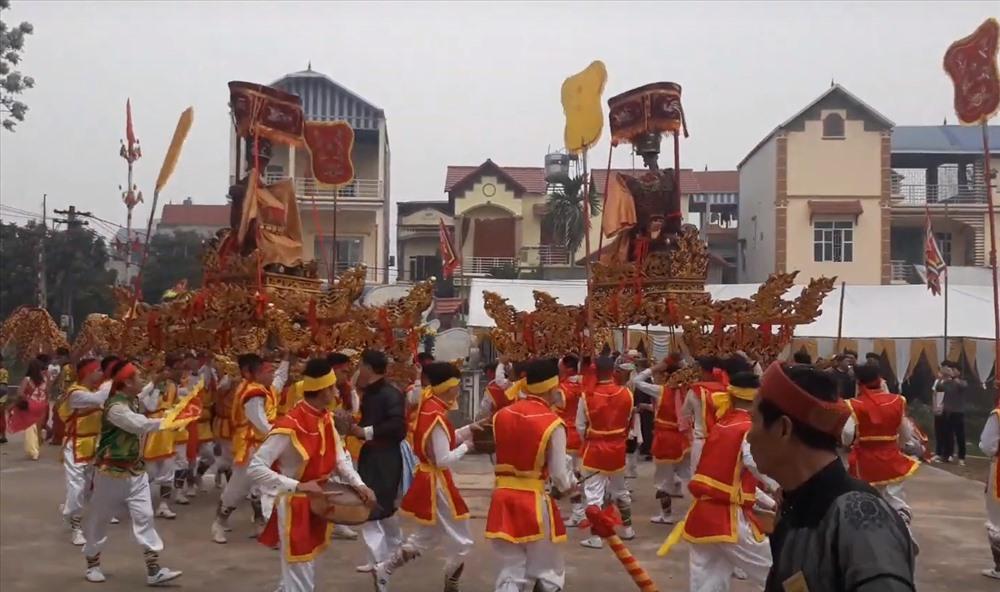 Theo dân làng thôn Nội An, hai Thành Hoàng: Linh Lang Đại Vương và Mộc hạ Đại Vương.