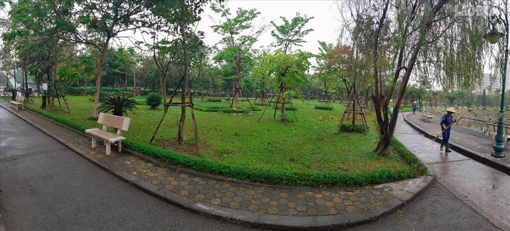 Khuôn viên công viên Cầu Giấy.