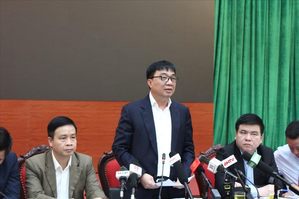 Giám đốc Sở GTVT Hà Nội Vũ Văn Viện trả lời câu hỏi của các cơ quan báo chí chiều 19.3. Ảnh Trần Vương